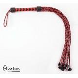 Avalon - Rød og sort lang ni-halet flettet flogger med lærstjernetupper