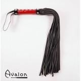Avalon - Sort og rød flogger med håndtak med nagler